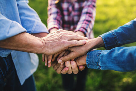 Caring for Aging Parents: Ways to Avoid Family Conflicts